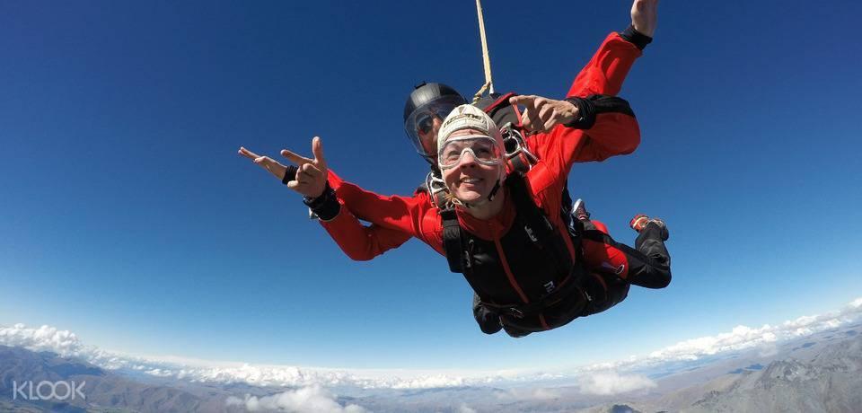新西兰皇后镇跳伞:高15,000英尺