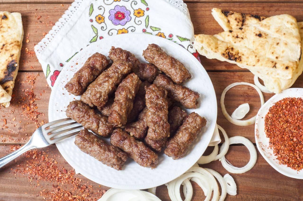 巴尔干美食。在家做的简单的波斯尼亚Ćevapi配方 – 追赶驴子