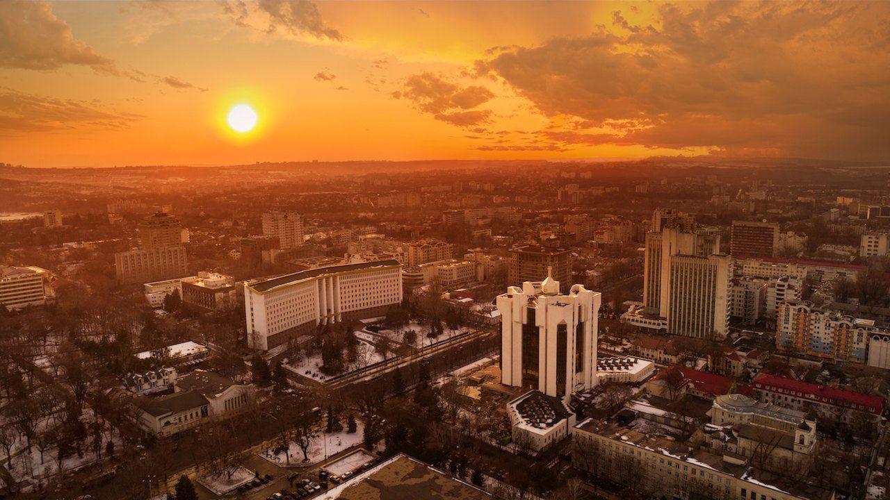 @# Chiè™inäƒu是一个不寻常的目的地,即使对经常去东欧的游客来说也是如此,但绝不是这样,如果你计划去那里旅行,这里有一些在摩尔多瓦chiè™inäƒu最值得做的事情!