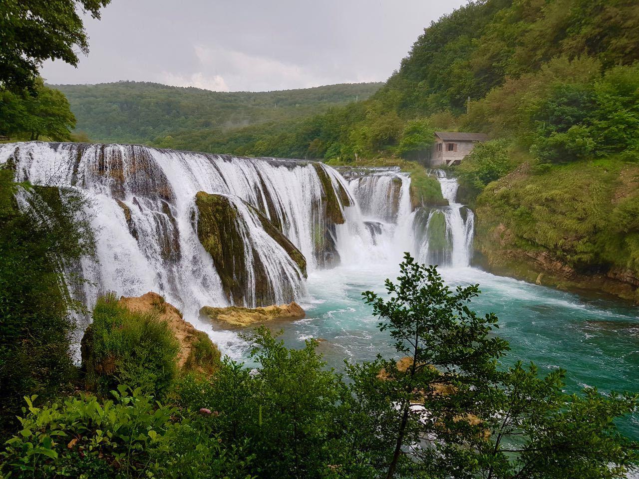 在巴尔干地区追逐著名的瀑布