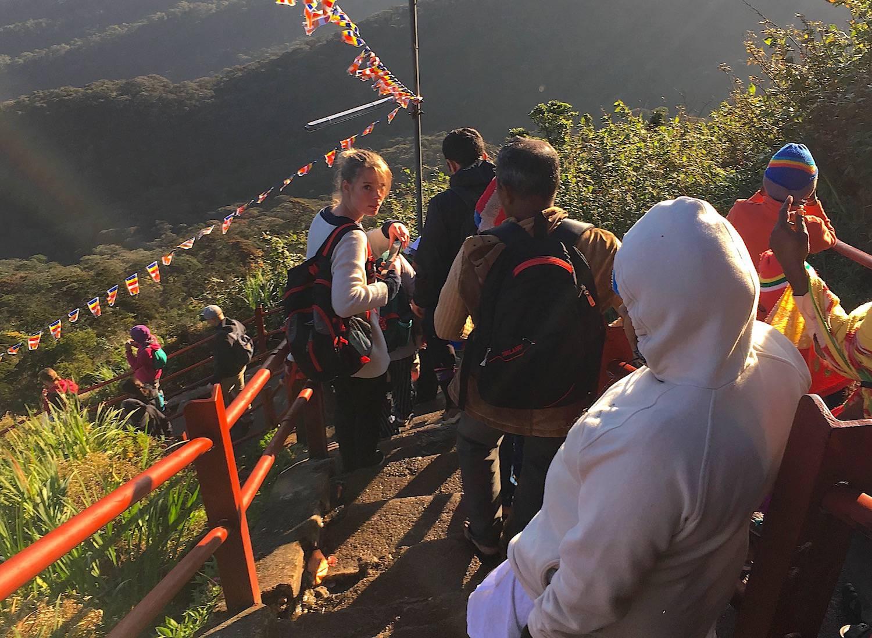庆祝非朝圣者朝圣亚当峰的仪式 – 罗夫-波茨