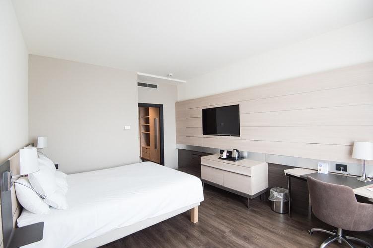 用这些技巧为你的酒店房间争取最大的价值|一步到位4WARD