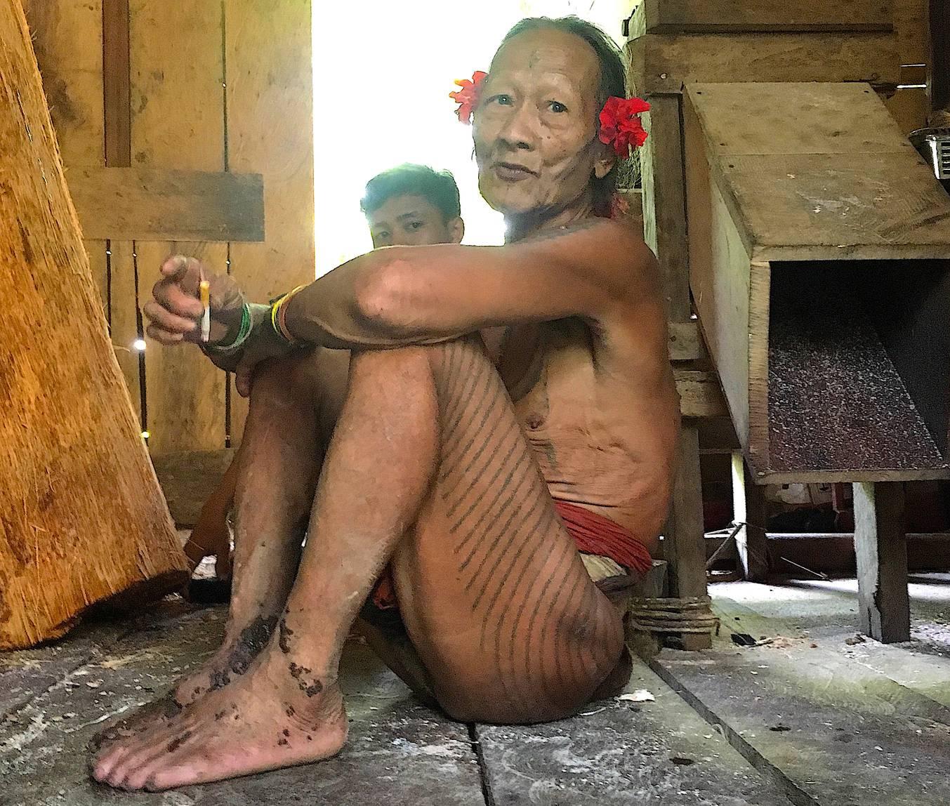 苏门答腊人 #11: Toikot, mentawai shaman-elder of siberut island – Rolf Potts