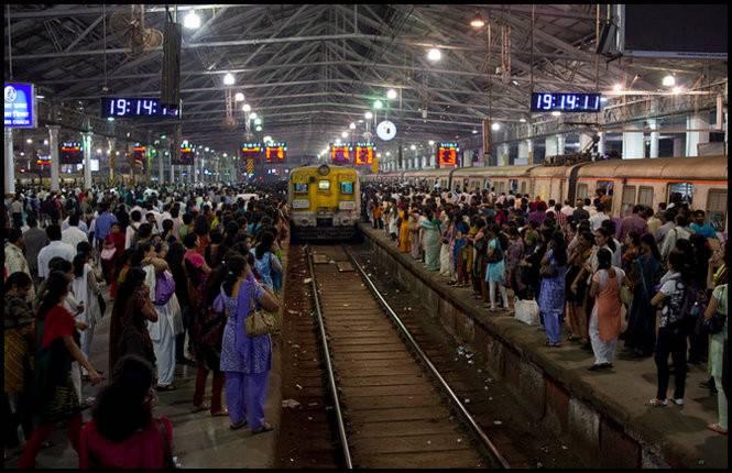 独自乘火车旅行印度的提示 – 穿高跟鞋的嬉皮士